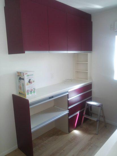 ワインレッドのキッチン
